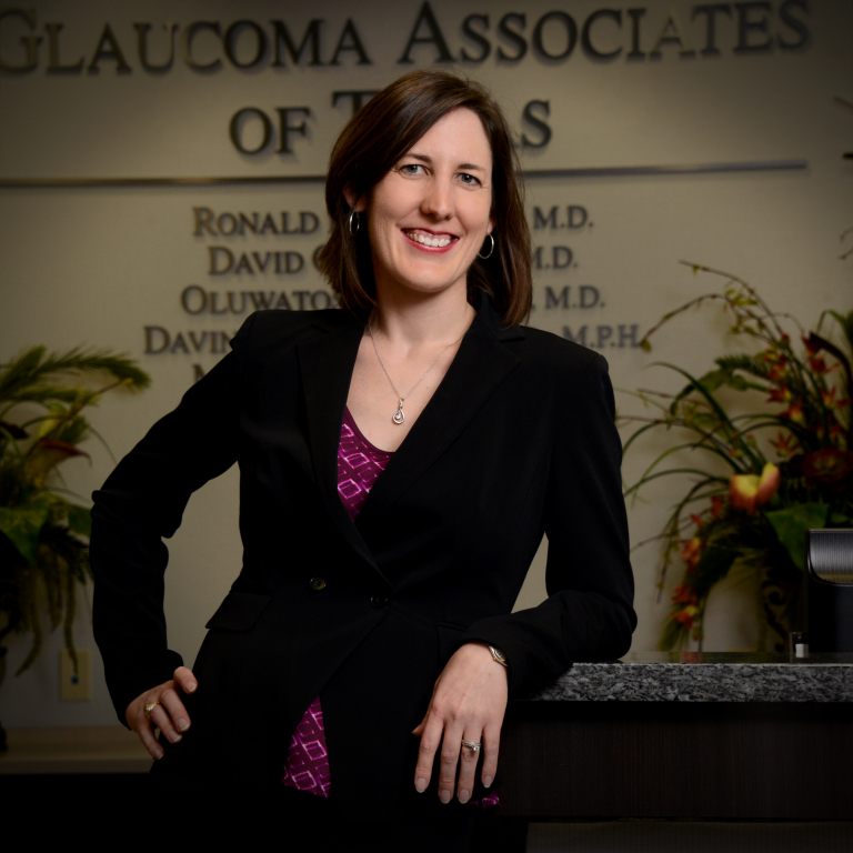 glaucoma eye doctor (ophthalmologist)